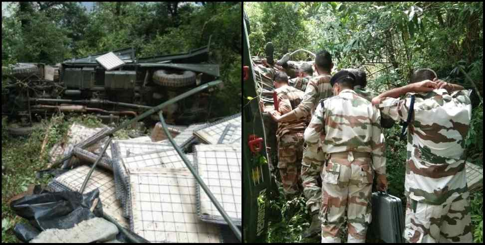 Image: Army vehicle fell trench in Chamoli