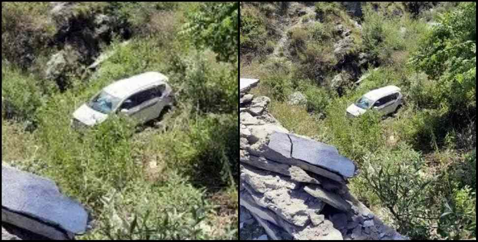 Image: Car fallen in ditch in bageshwar