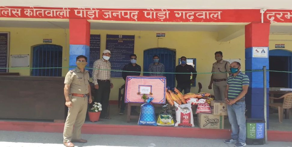 paurigarhwal news : Journalists donate grocery in pauri garhwal