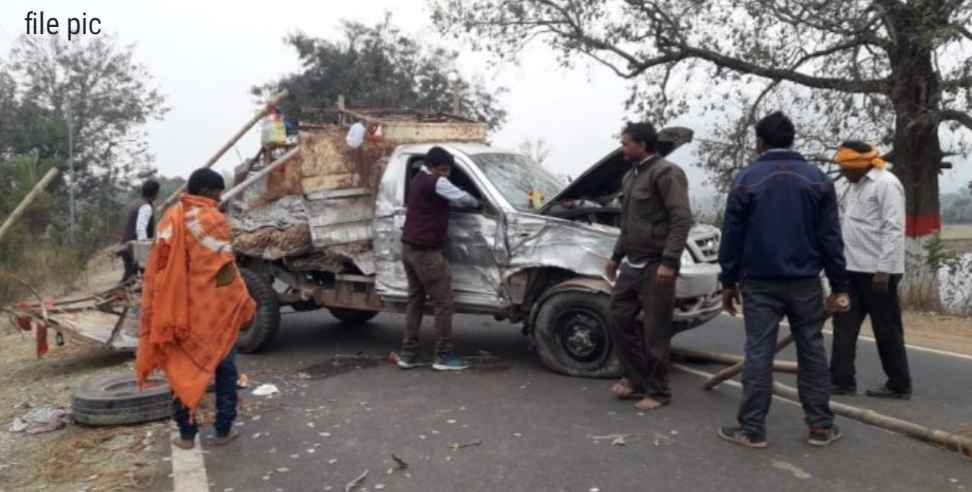 Image: Truck and pickup van collide in Udham Singh Nagar