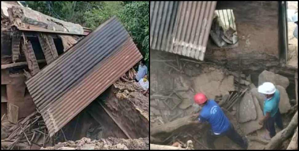 Image: Woman dies after falling roof of Devprayag house