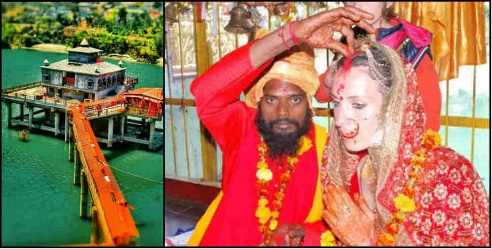 Image: Baba barfani das came to the hut with an Australian wife