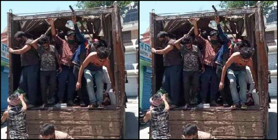 Image: 68 people arrived in Rishikesh by truck amid lockdown