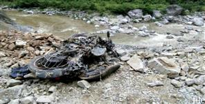 पिथौरागढ़: bike fall in ditch in pithoragarh