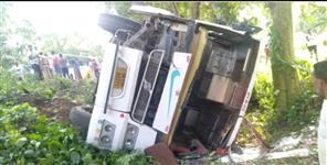 uttarkashi: bus fallen in ditch in  roorkee
