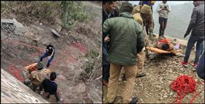 tehrigarhwal uttarakhand news : Car fell into ditch in devprayag