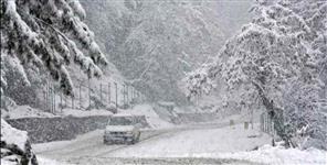 Heavy snowfall in Uttarakhand today many highway and village road blocked