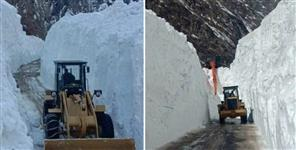 Bro starts working to clear snow from Badrinath Dham national highway
