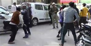 fight viral video of dehradun