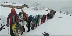 Wedding in snowfall uttarakhand