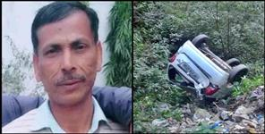 Driver dead body and car found into deep ditch in champawat