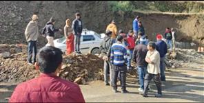 Pithoragarh highway car hit people
