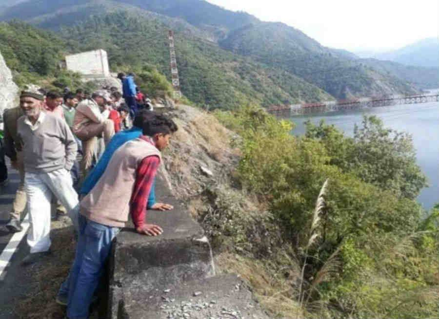 Truck fallen in tehri lake